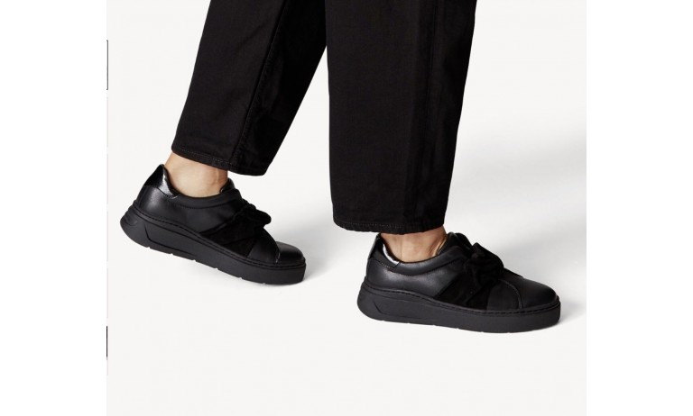 SNEAKERS BLACK LACE